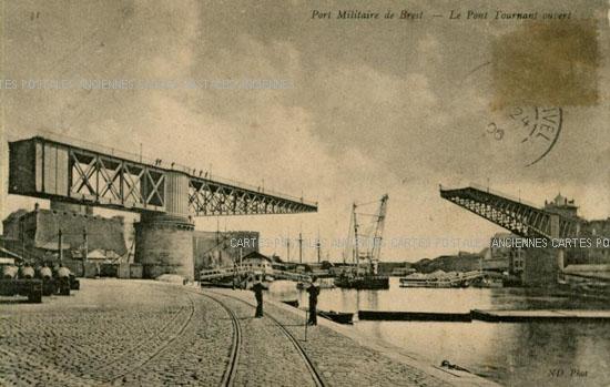 Carte postale Ancienne du Port Militaire de Brest Le Pont Tournant