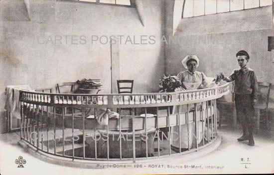 PUY DE DOME AUVERGNE CARTE POSTALE ANCIENNE ROYAT Source St-Mart interieur