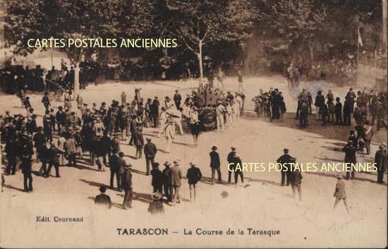 Carte postale ancienne Bouches du Rh�ne, 13,  Ville de Tarascon, la Course de la Tarasque
